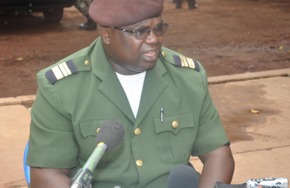 12 de Abril - Golpe de Estado. Tenente-coronel Daba na Walna era então o rosto e a voz do Comando Militar