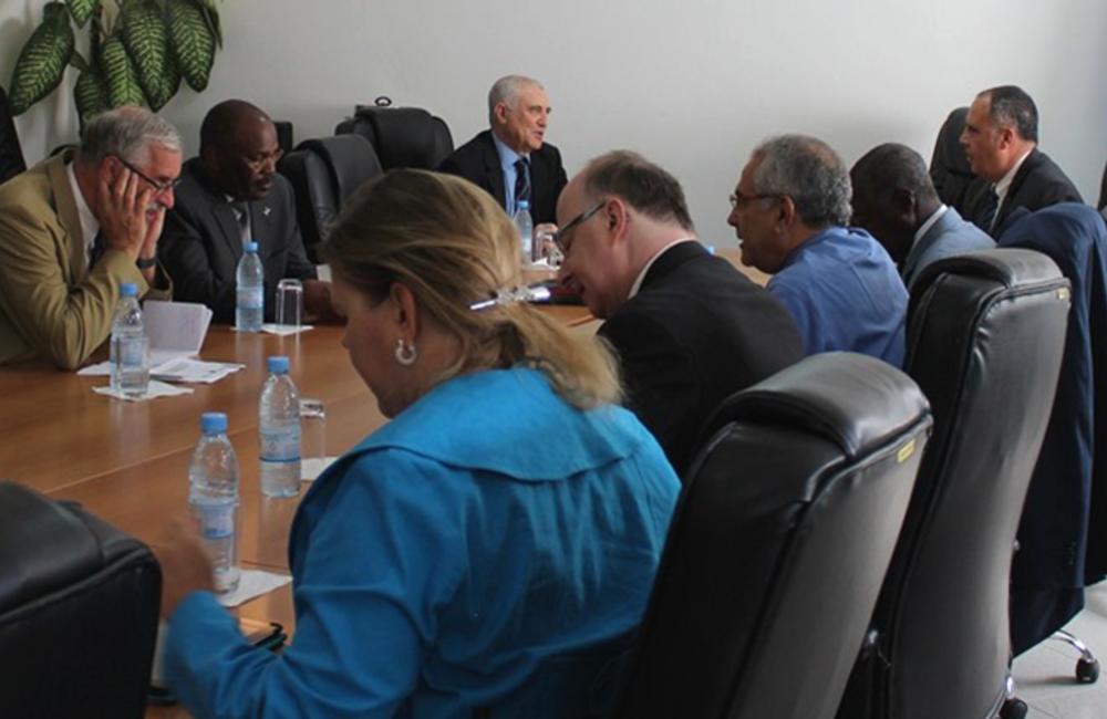 Abril. RESG Ramos-Horta realiza contactos e mobilização de recursos com visitas a Dakar e Praia.