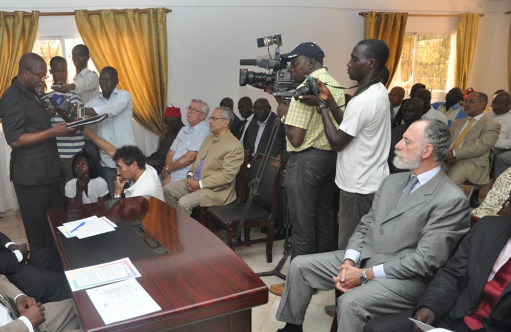Maio. Na União Africana, PAIGC e PRS assinaram o aguardado memorando sobre um governo inclusivo.