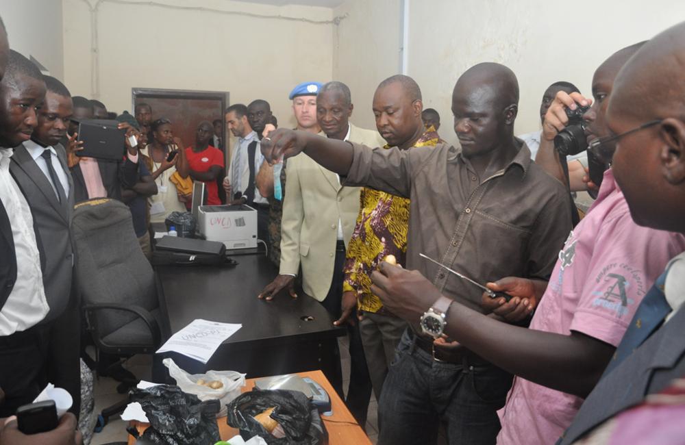 Outubro. Autoridades da Guiné-Bissau queimaram 4.478gs de droga apreendida no aeroporto de Bissau. ROLSI esteve presente.